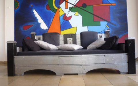Medien Couch aus Palettenholz (chillen & laden)1